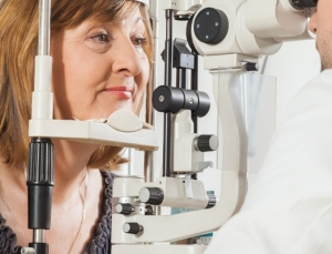 Team uses pair of smartphones to conduct a slit-lamp exam on the other side of the world