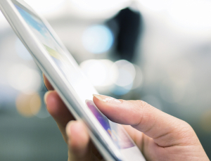 Study uses text messaging to help patients manage oral outpatient cancer therapy