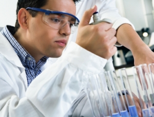 Implantable biosensor monitors real-time metabolism of drugs